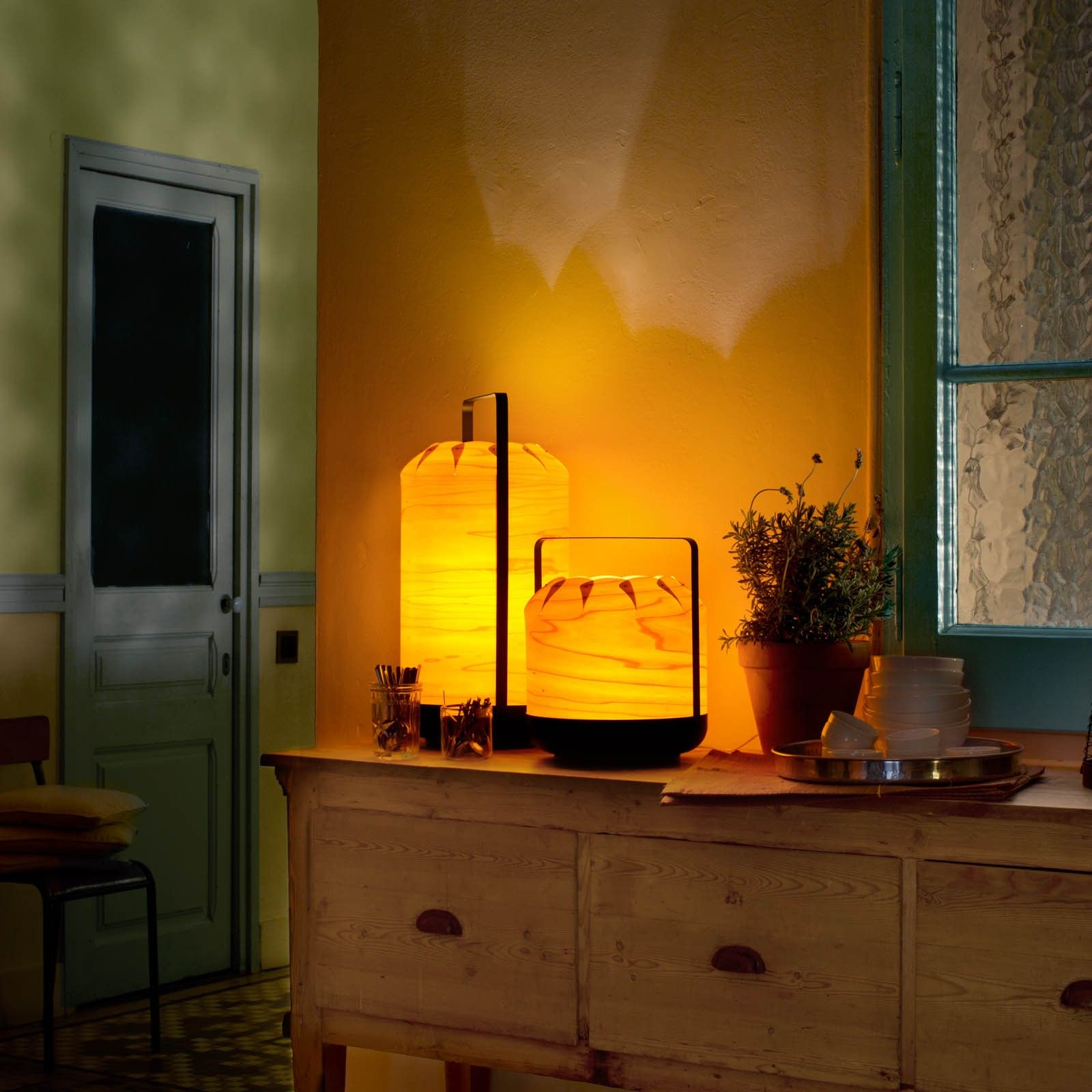 CHOU TABLE LAMP MEDIUM SHORT